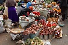 El mercado callejero de Bulawayo en Zimbabwe, 16 Septiembre de 2012 imagenes de archivo