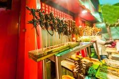 El mercado chino, escorpiones fritos, concepto exótico de la comida Fotos de archivo libres de regalías