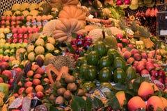 El mercado colorido de Boqueria del La en Barcelona fotografía de archivo libre de regalías