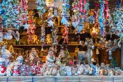 El mercado colorido de la Navidad en Vipiteno por la tarde Trentino Alto Adige, Italia imágenes de archivo libres de regalías