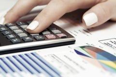 El mercado de acción de la contabilidad financiera representa análisis gráficamente Fotografía de archivo libre de regalías