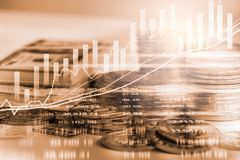 El mercado de acción o el gráfico y la palmatoria comerciales de las divisas trazan el suitab imagen de archivo
