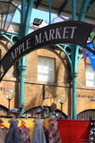 El mercado de Apple en el jardín de Covent. Londres, Reino Unido Foto de archivo