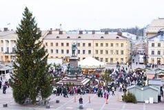El mercado de la Navidad en el cuadrado del senado, ciudad de Helsinki Imagenes de archivo