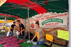El mercado de los granjeros del DES Lices de Marche en Rennes, Bretaña (Francia) Imagenes de archivo