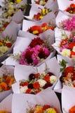 El mercado de los granjeros florece vertical imagen de archivo libre de regalías