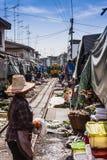 El mercado en la pista ferroviaria Fotos de archivo libres de regalías