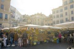 El mercado histórico de la comida de Campo de Fiori Imagenes de archivo