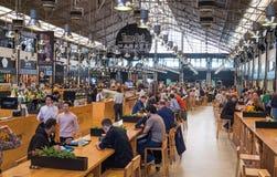 El mercado Lisboa (Mercado anterior DA Ribeira del Time Out en Cais) es un pasillo de la comida situado en Lisboa, Portugal foto de archivo libre de regalías