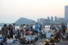 El mercado ocupado de la playa en el shekou SHENZHEN CHINA AISA Fotografía de archivo libre de regalías