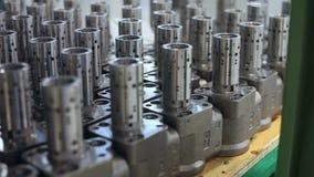El metal acabado agrega en el almacén de la empresa Fabricación de la pieza de la máquina almacen de video