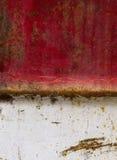 El metal del fondo aherrumbró blanco rojo Imágenes de archivo libres de regalías