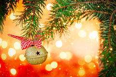 El metal Jingle Bell en fondo de la Navidad mancha la luz Imágenes de archivo libres de regalías