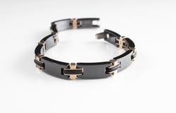 El metal negro de lujo y la pulsera de cadena de cobre de los hombres con diseño único Foto de archivo libre de regalías