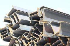El metal perfila la fundación del haz para las estructuras de edificio imagenes de archivo