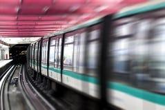 El metro entrena a París foto de archivo