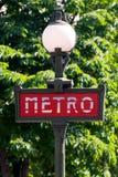 El metro firma adentro París Imagen de archivo