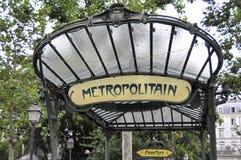 El metro firma adentro París - abadesas Fotografía de archivo