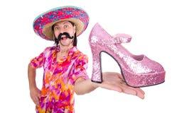 El mexicano divertido con el zapato de la mujer en blanco imágenes de archivo libres de regalías