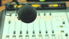 El micrófono en el estudio de radio metrajes