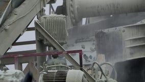 El mineral de la explotación minera de la máquina del proceso de la explotación minera en las materias primas finas almacen de metraje de vídeo