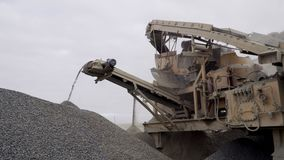 El mineral de la explotación minera de la máquina del proceso de la explotación minera en las materias primas finas almacen de video