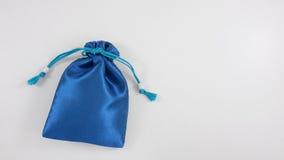 El mini bolso de seda azul de la bolsa del regalo (1) Foto de archivo libre de regalías