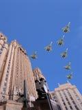 El Ministerio de Asuntos Exteriores de la Federación Rusa y los aviones militares rusos vuelan en la formación, Moscú, Rusia Foto de archivo libre de regalías