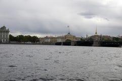 El Ministerio de marina y puente del palacio Imagen de archivo libre de regalías
