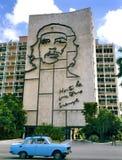 El ministerio del edificio del interior con el retrato de los guevara de Che imagen de archivo