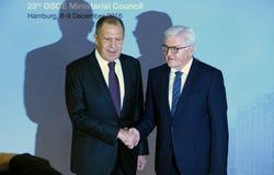 El Ministro de Asuntos Exteriores Dr Frank-Walter Steinmeier del alemán acoge con satisfacción a Sergey Lavrov Imagenes de archivo