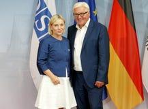 El Ministro de Asuntos Exteriores federal Dr Frank-Walter Steinmeier acoge con satisfacción a Lilja Dogg Alfredsdottir Fotografía de archivo libre de regalías