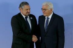 El ministro Dr Frank-Walter Steinmeier acoge con satisfacción a Andrei Galbur Foto de archivo libre de regalías