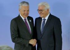 El ministro Dr Frank-Walter Steinmeier acoge con satisfacción a Didier Reynders Fotos de archivo