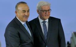 El ministro Dr Frank-Walter Steinmeier acoge con satisfacción a Mevlut Cavusoglu Fotos de archivo libres de regalías