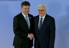 El ministro Dr Frank-Walter Steinmeier acoge con satisfacción a Miroslav Lajcak Imagen de archivo libre de regalías
