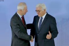 El ministro Dr Frank-Walter Steinmeier acoge con satisfacción a Stephane Dion Fotografía de archivo