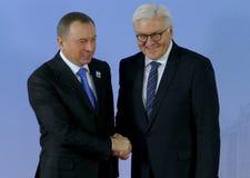 El ministro Dr Frank-Walter Steinmeier acoge con satisfacción a Vladimir Makei Imagenes de archivo