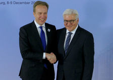 El ministro Dr Frank-Walter Steinmeier da la bienvenida a Borge Brende Imagenes de archivo