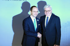 El ministro Dr Frank-Walter Steinmeier da la bienvenida a Ditmir Bushati Fotografía de archivo libre de regalías