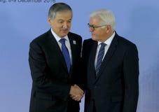 El ministro Dr Frank-Walter Steinmeier da la bienvenida a Sirojidin Aslov Fotos de archivo libres de regalías