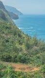 El mirar abajo el rastro de Kalalau Fotos de archivo libres de regalías