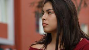 El mirar fijamente adolescente de la muchacha Foto de archivo libre de regalías