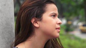 El mirar fijamente adolescente serio de la muchacha Fotos de archivo libres de regalías