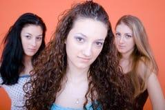 El mirar fijamente de las mujeres Fotografía de archivo