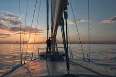 El mirar fijamente el horizonte Fotografía de archivo