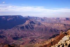 El mirar hacia fuera Grand Canyon y el río Colorado Imagenes de archivo