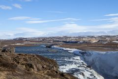 El mirar hacia fuera el río de Hvita en Islandia Fotos de archivo