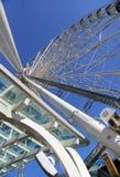 El mirar para arriba la rueda grande Foto de archivo libre de regalías