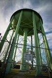 El mirar para arriba la torre de agua verde gigante Imagen de archivo libre de regalías